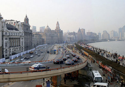 bund-from-overpass-merge-crop-e
