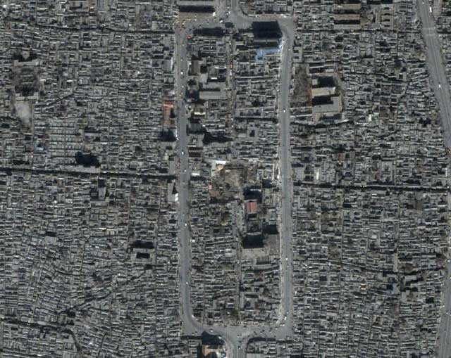 Google Earth imagery of the old city of Tianjin in November 2000 and January 2004